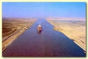 1869. november 17-én nyitották meg a Szuezi-csatornát