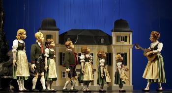 1913. február 27-én alakult meg a Salzburg Marionette Theatre