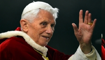 2013. február 28-án mondott le XVI. Benedek