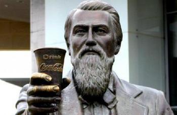 1888. augusztus 16-án halt meg John Pemberton