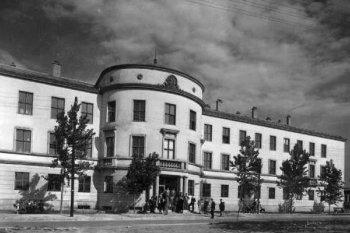 1969. szeptember 23-án avatták fel Fejér megye első főiskoláját