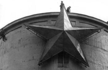 1989. október 20-án az 1. számú víztoronyról eltávolították az ötágú vörös csillagot